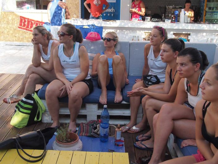 Kalamata Beachvolley Camp 2016 - Aufmerksam in der Club Lounge